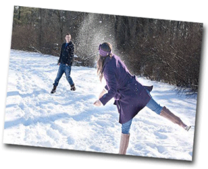 Bataille de boules de neige lorsqu'il neige