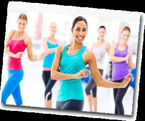 Femmes heureuses qui font de la gymnastique