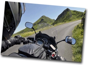 Promenade en moto dans les montagnes