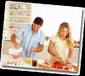 Homme et femme qui cuisinent