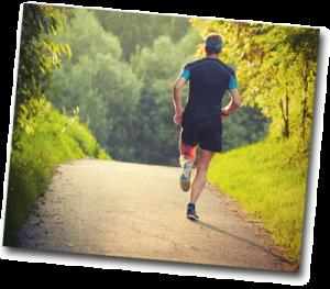 Homme motivé qui fait son jogging de bon matin